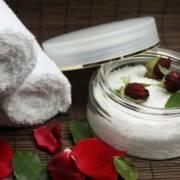 Rose im Badesalz - Duft für Genuss