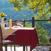Wellnesshotel Burg Daun Terrasse mit Blick