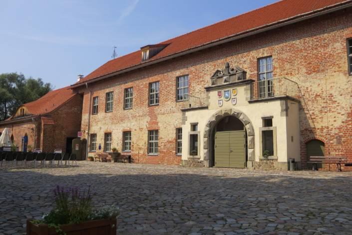Adler trifft Zander in der Burg Storkow in Brandenburg
