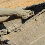 Schlammpackung im Spa am Toten Meer in Israel