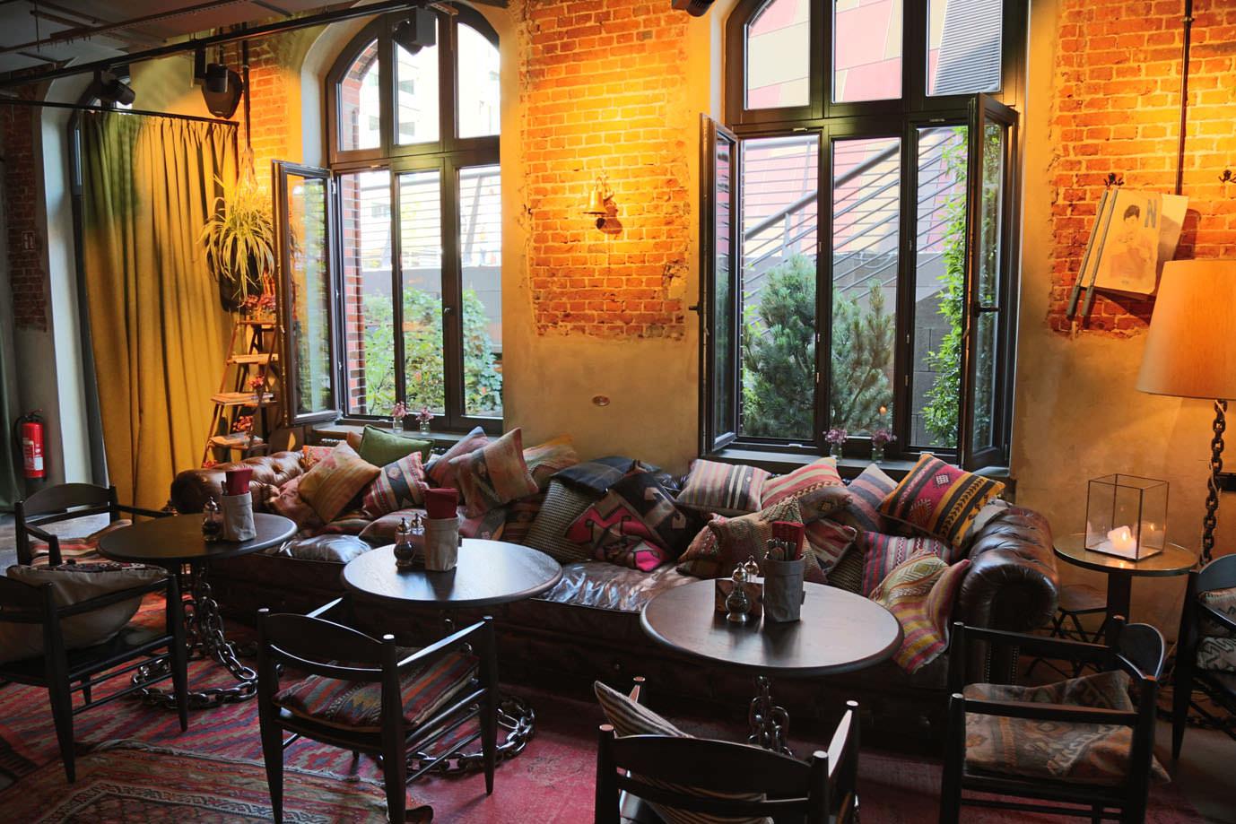 wellness im neuen 25hours hotel hamburg altes hafenamt. Black Bedroom Furniture Sets. Home Design Ideas