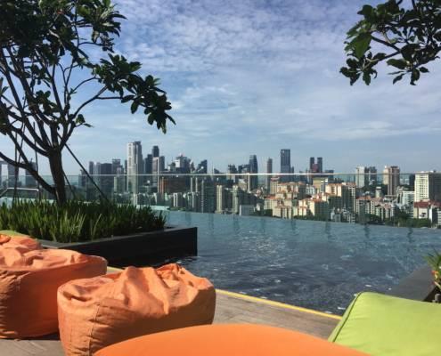 Dachpool des Hotel Jen Orchadgateway in Singapur