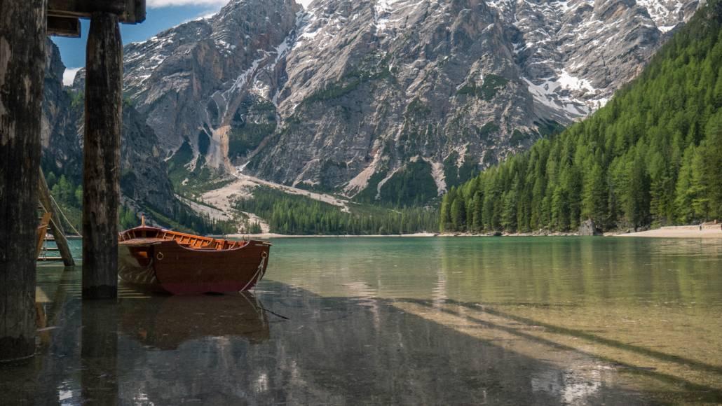 Suedtirol Kronplatz Pustertal Dolomiten Ausblick Pragser Wildsee Boot