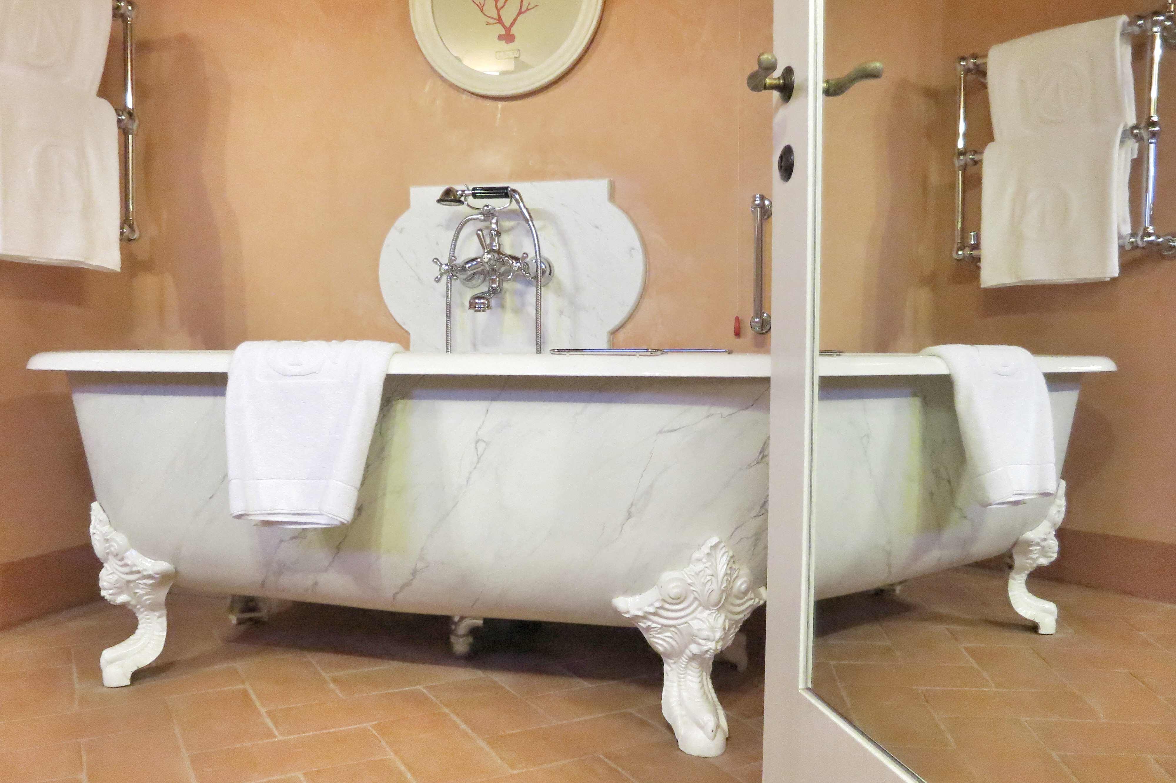 in der badewanne um die welt geo wellness auf den spuren der badekulturen. Black Bedroom Furniture Sets. Home Design Ideas