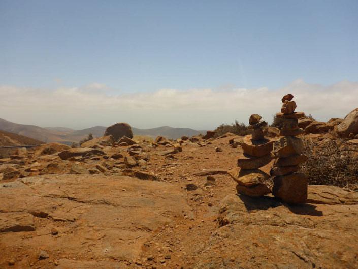 Auch Fuerteventura hat Steinmännchen zu bieten. Beim Wandern findet man auf der Kanareninsel - WellSpaRockt
