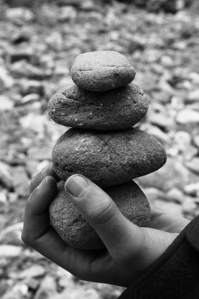 Steinmännchen als Kunst am Wegesrand und Geduldsspiel