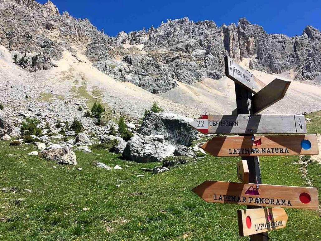 Welchen Weg gehe ich zum Wandern in den Dolomiten? Auszeit grenzenlos – Urlaub im Eggental. Inmitten des UNESCO Weltnaturerbe Dolomiten in Südtirol, Italien. Hier kann ich auf meiner Reise die Berge riechen. Entspannung und Wellness fühlen, regionale Gerichte schmecken und über das Wellnesshotel und Wanderhotel Pfösl in Deutschenofen nur staunen. Ein echter Kraftplatz, der mir inmitten traumhafter Natur eine schier grenzenlose Auszeit bereitet.