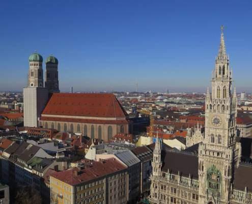 Oktoberfest München, ozapft is auf der Wiesn. In München ist Oktoberfest-Zeit – das größte Volksfest der Welt. Vorab findet ihr alles zu Öffnungszeiten, Bierpreis, Trachten und Dirndl, Anfahrt zum Oktoberfest und viele hilfreiche Tipps von Einheimischen. Aber auch Wellness zur Wiesn und entspannte Alternativen neben dem Oktoberfest
