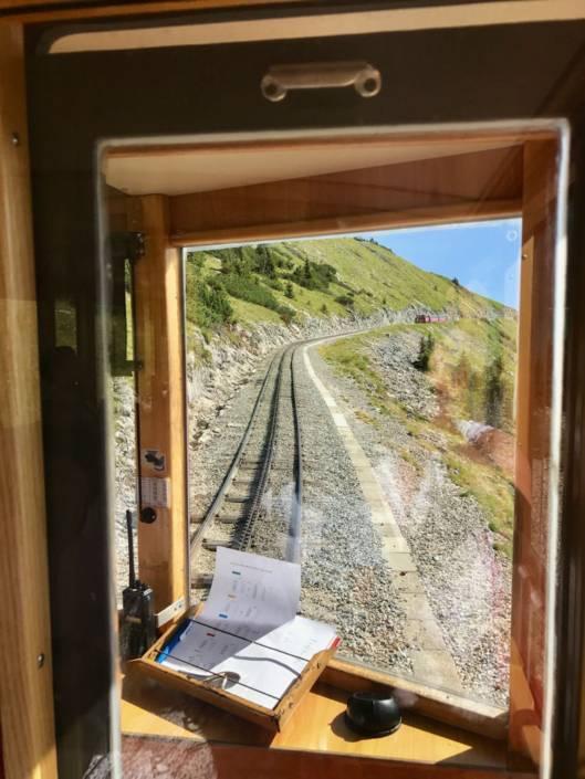 Aussicht aus der Lokführerkabine der Schafbergbahn