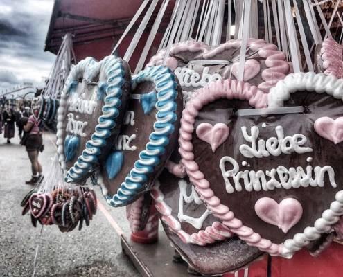 Lebkuchen-Herz als Andenken ans Münchner Oktoberfest. Denn auf der Wiesn gehts herzlich zu.
