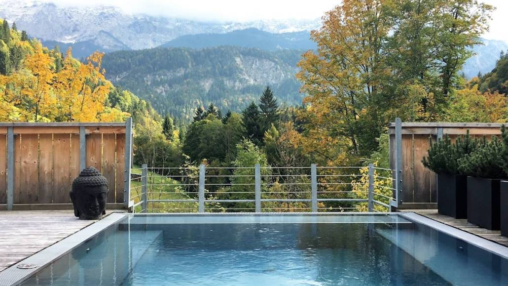 Detox mit Bergblick. Eine entspannte Auszeit vom Stress im Alltag, Ruhe beim Wandern, Relaxen im Spa, kulinarischer Genuss mit Ausblick.