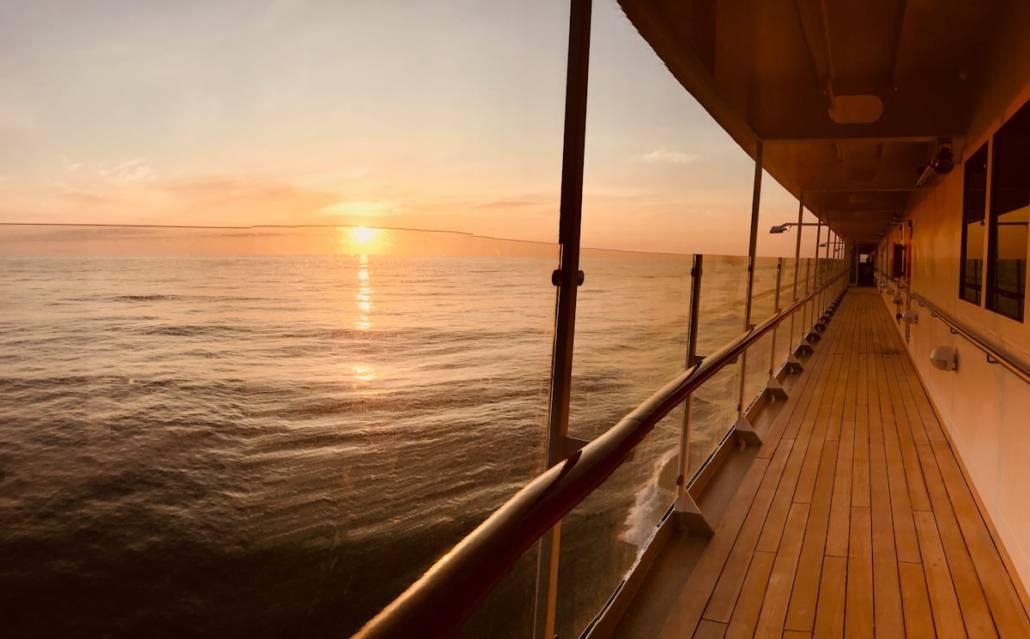 Unglaublich schön, ein Sonnenuntergang an Deck der MS EUROPA @Astrid Steinbrecher-Raitmayr