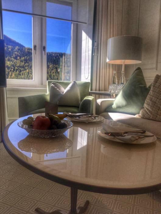 #Detox in Kombination mit #Wellness in der #Schweiz bedeutet #Urlaub mit #Genuss. Umgeben von Bergen, #Seen und #Natur. #Entspannung pur auf #Reise im #Herbst ins Sterne #Hotel #Kronenhof in Pontresina. #WellSpaPortal #TravelGuide für #DigitalDetox . #Wandern #Hiking #Spa #Design #SpaDesign #Resort #Pool #Therapy #Massage #HealthCare #Relax #Holiday #BurnOut #Personaltraining #Swiss #Nature #Genuss #Genussreisetipps