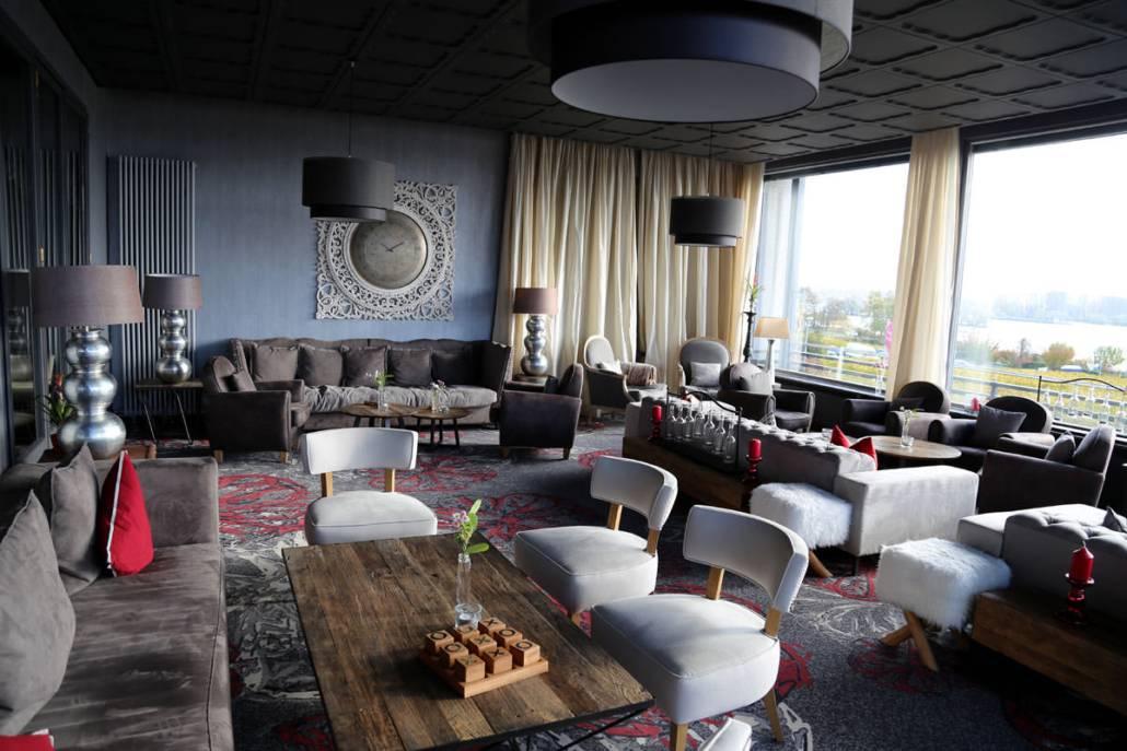 Fine Living Hotel Rheingau_Lounge mit Rheinblick