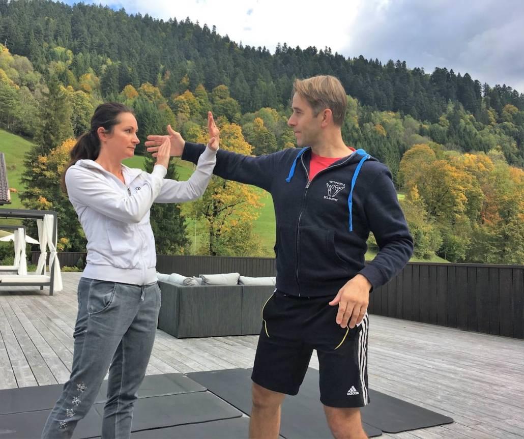 Kurzurlaub im Wellnesshotel mit Prävention für die Gesundheit. Im my mountain hideaway dem Wellnesshotel Das Graseck über Garmisch-Partenkirchen ist das möglich. Ob persönliche Auszeit, Wellness, Gesundheitscheck, Wandern oder Selbstverteidigung, ein innovatives Konzept mach Urlaub besonders. Traumhafte Natur und einzigartiger Bergblick. #DigitalDetox #Auszeit #Urlaub #Wellnesshotel #Wandern #Wellness #Genussreisetipps #Natur