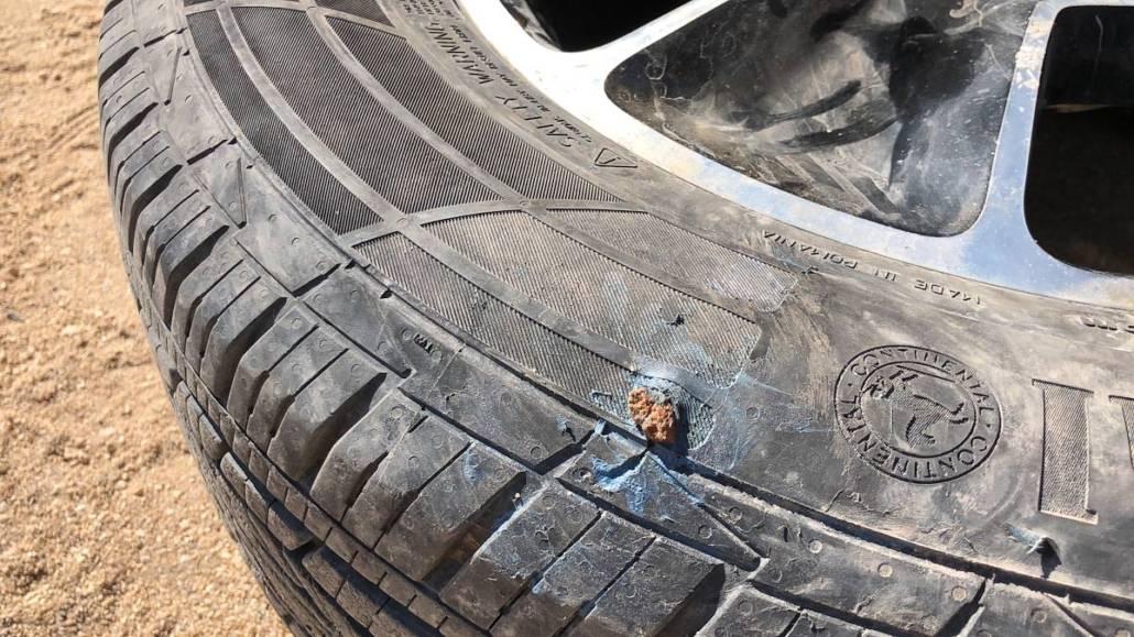 Reifen Panne auf unserem Road Trip als Selbstfahrer durch Namibia