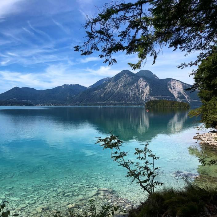 Herbstmomente am Walchensee. Seenliebe in Sachen Genusswandern. Auszeit in Bayern für Ausflugsziele am Wochenende. #Auszeit #Seenliebe #Genusswandern #Urlaub