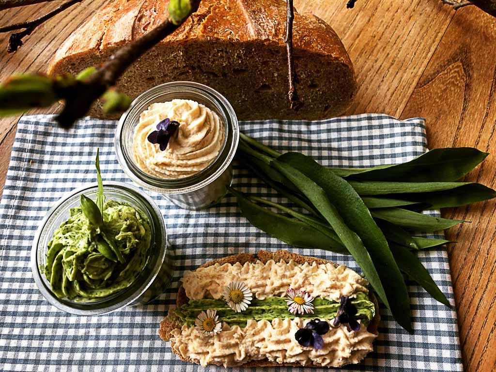 Rezept für Brot aus dem Topf mit köstlichem Aufstrich - WellSpa-Portal